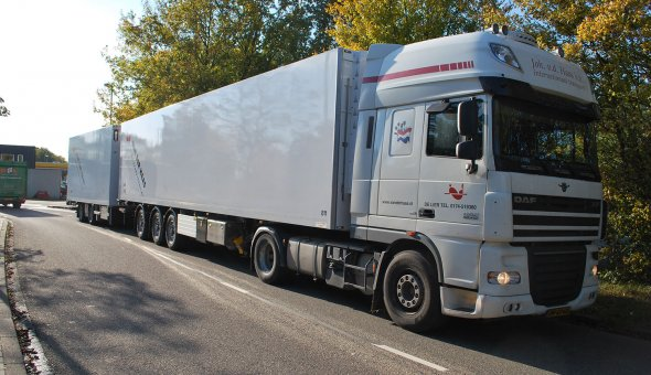 Isothermal ecocombi roadtrain built on a DAF truck body