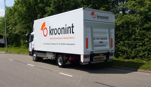Mercedes Sprinter with dry freight box body and dHollandia cantilever