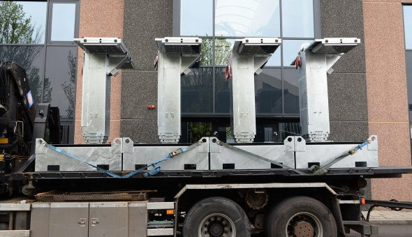 Mobile VMS sign with Smart Mobility solutions and rotatable mast for van Deuveren Traffic Tekstkar