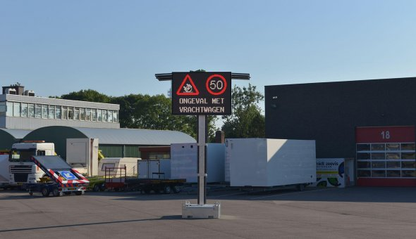 Mobile VMS sign with Swarco LED-display 112x80 pixels full colour on solar energy