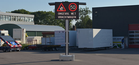 Mobile VMS sign with full colour LED-display Swarco type 3C