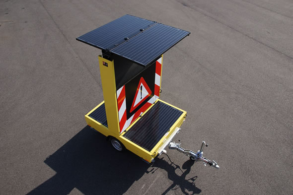 Solar VMS-trailer equiped with solar panels to extend the stand-alone time