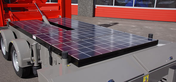 To ensure a long stand-alone time the arrow warning trailer is equiped with three solar panels