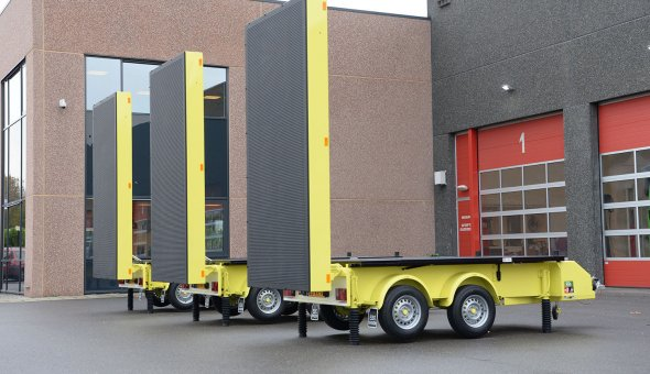 3x Driving Deposition in the Night (RAIN) delivered to Timmermans Traffic - VMS-trailer solar